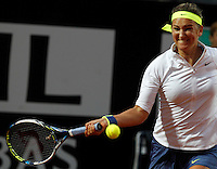 La bielorussa Viktoria Azarenka in azione contro la russa Maria Sharapova durante gli Internazionali d'Italia di tennis a Roma, 15 maggio 2015. <br /> Belarus' Viktoria Azarenka in action against Russia's Maria Sharapova during the Italian Open tennis tournament in Rome, 15 May 2015.<br /> UPDATE IMAGES PRESS/Riccardo De Luca