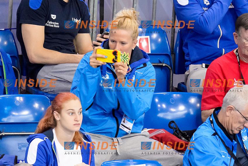 Laura LETRARI ITA take pictures with her mobile phone <br /> 100m Backstroke Women Preliminary <br /> London, Queen Elizabeth II Olympic Park Pool <br /> LEN 2016 European Aquatics Elite Championships <br /> Swimming<br /> Day 10 18-05-2016<br /> Photo Andrea Staccioli/Deepbluemedia/Insidefoto