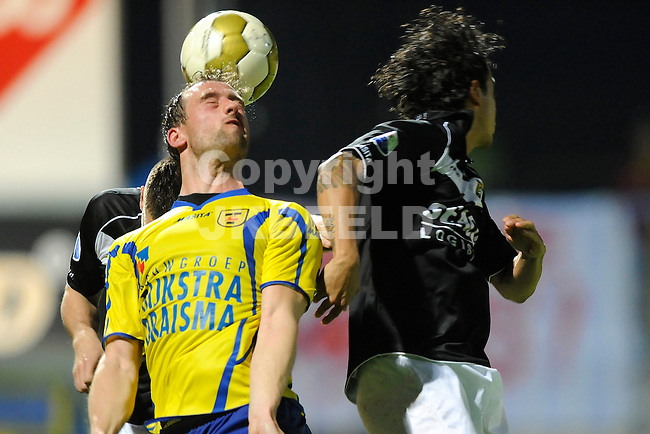 LEEUWARDEN - Voetbal, SC Cambuur - VVV, Cambuur stadion, halve finale  playoff, seizoen 2011-2012, 10-05-2012  kopbal SC Cambuur speler Robert van Boxel (l).