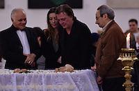ATENCAO EDITOR IMAGENS EMBAGADAS PARA VEICULOS INTERNACIONAIS - SAO PAULO, SP, 30 SETEMBRO 2012 - VELORIO HEBE CAMARGO - O cantor Fabio Junior e sua filha Taina comparecem ao velório do corpo da apresentadora Hebe Camargo, no Palácio dos Bandeirantes, sede do Governo do Estado de São Paulo, na capital paulista, na madrugada deste domingo, 30. Hebe morreu hoje aos 83 anos, de parada cardíaca, na sua casa no bairro do Morumbi, na capital paulista. Diagnosticada com câncer no peritônio em janeiro de 2010, ela lutava contra a doença desde então. (FOTO: LEVI BIANCO / BRAZIL PHOTO PRESS).