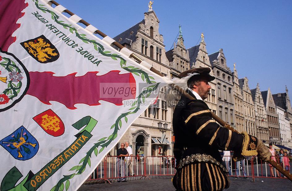 Europe/Belgique/Flandre/Province d'Anvers/Anvers : Anversois en costume historique faisant partie du défilé commémorant l'entrée de Charles Quint à Anvers 1515