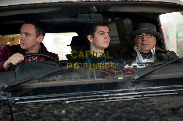 Jason Maza, Bob Hoskins.in Outside Bet.*Filmstill - Editorial Use Only*.CAP/NFS.Supplied by Capital Pictures.