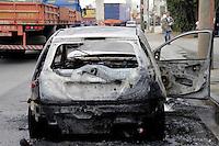 SÃO PALO,SP,30 JULHO 2012 - CARRO QUEIMADO ZONA LESTE<br /> Um veiculo Corsa pegou fogo na tarde de hoje na Av Luis Ignacio de Anhaia Melo altura do numero 1.800 sentido Ipiranga na Vila Prudente.FOTO ALE VIANNA - BRAZIL PHOTO PRESS.