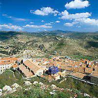 Spain, Costa del Azahar (Orange Blossom Coast), Morella: View over Old Town and Surrounding Countryside | Spanien, Costa del Azahar - Kueste der Orangenbluete, Morella: Blick von der Burg ueber den Ort im Landesinneren