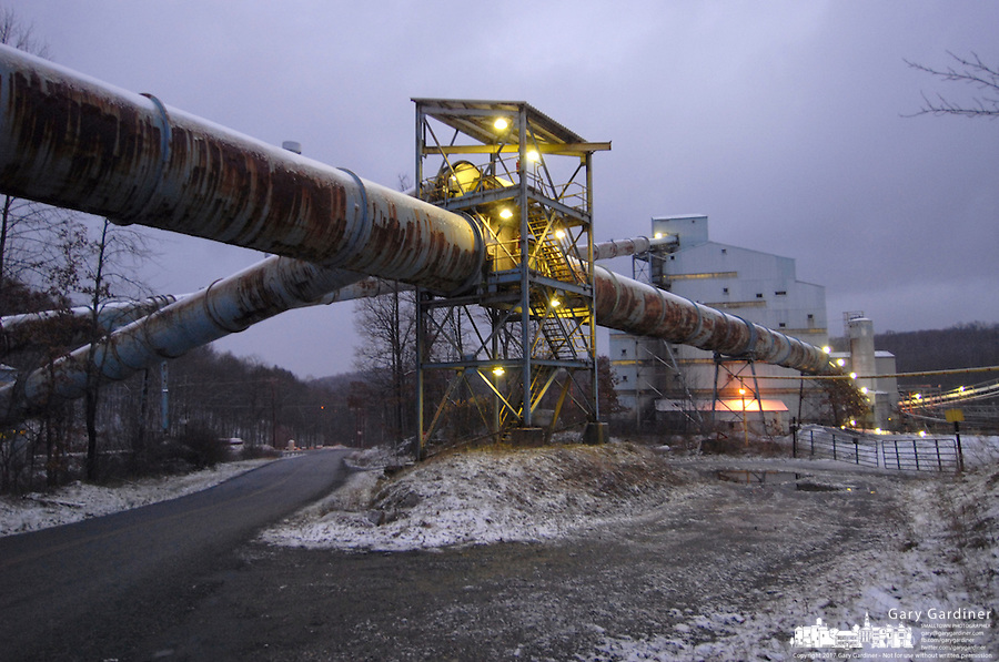 A light cover of snow lays Friday, Jan. 6, 2006, across some of the cleaning facility buildings at the Buckhannon, WV, Sago mine where 12 miners died in an explosion. (Gary Gardiner/EyePush Newsphotos)s)<br />