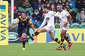 10th September 2017, Sixways Stadium, Worcester, England; Aviva Premiership Rugby, Worcester Warriors versus Wasps; Danny Cipriani of Wasps kicks into the corner for Josh Bassett of Wasps to score