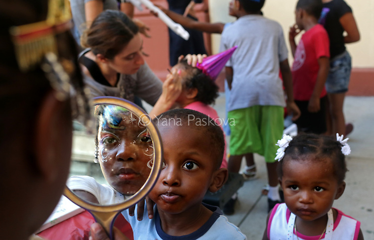 MANHATTAN, NY &ndash; AUGUST 19, 2016: Kids attend a birthday party at the East River Family Center in Manhattan. <br /> <br /> Assignment ID: 30194395A