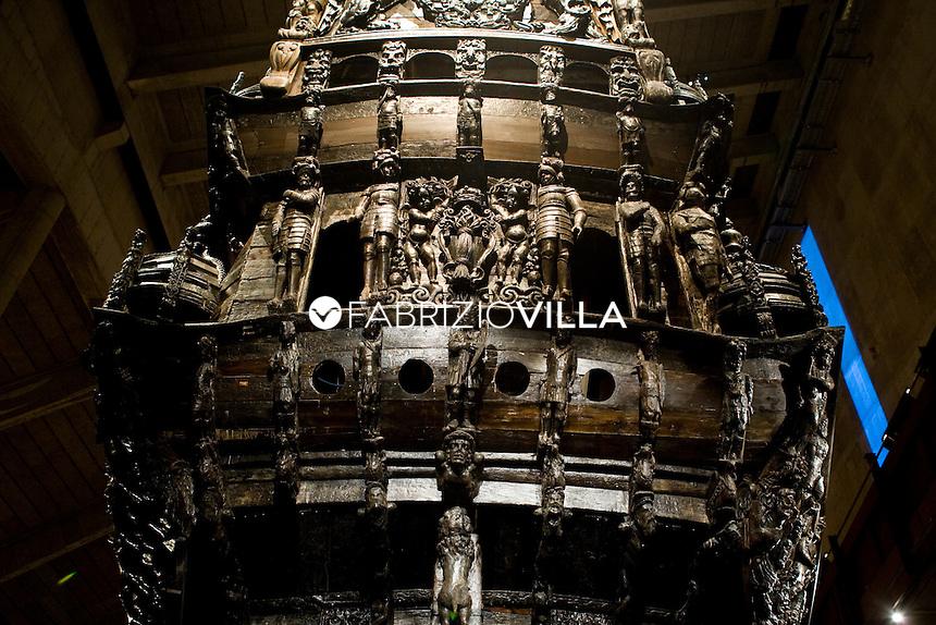 Il Museo Vasa a Stoccolma, Svezia, si trova sull'isola di Djurgården ed espone l'unica nave XVII secolo rimasta intatta, la Regalskeppet Vasa, un galeone svedese ornato in modo elaborato che affondò durante il suo viaggio inaugurale nel 1628. Il vascello era una delle navi più grandi del suo tempo, lunga 62,00 metri e con una stazza di 1.200 tonnellate; aveva tre alberi, era in grado di portare dieci vele ed era dotato di 64 cannoni..foto Fabrizio Villa