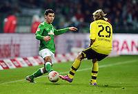 FUSSBALL   1. BUNDESLIGA   SAISON 2012/2013    18. SPIELTAG SV Werder Bremen - Borussia Dortmund                   19.01.2013 Oezkan Yildirim (li, SV Werder Bremen) gegen Marcel Schmelzer (re, Borussia Dortmund)