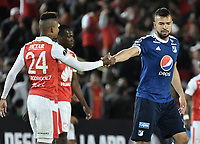 BOGOTÁ - COLOMBIA, 18-09-2018: Damir Ceter de Santa se saluda con Andres Cadavid Cardona de Millonarios después del partido de ida entre Independiente Santa Fe y Millonarios por los octavos de final de la Copa CONMEBOL Sudamericana 2018 jugado en el estadio Nemesio Camacho El Campín de la ciudad de Bogotá. / Damir Ceter of Santa Fe shakes hands with Andres Cadavid Cardona of Millonarios after first leg match between Independiente Santa Fe and Millonarios for the eight finals of CONMEBOL Sudamericana 2018 cup played at Nemesio Camacho El Campin stadium in Bogotá city.  Photo: VizzorImage / Gabriel Aponte / Staff