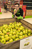 Ross Barnes picks a Bramley Apple