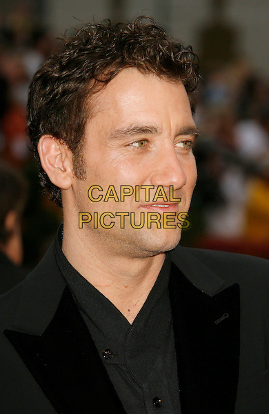 CLIVE OWEN.The 79th Annual Academy Awards - Arrivals held at the Kodak Theatre. Hollywood, California, USA,.25 February 2007..oscars red carpet portrait headshot black shirt suit.CAP/ADM/RE.©Russ Elliot/AdMedia/Capital Pictures.