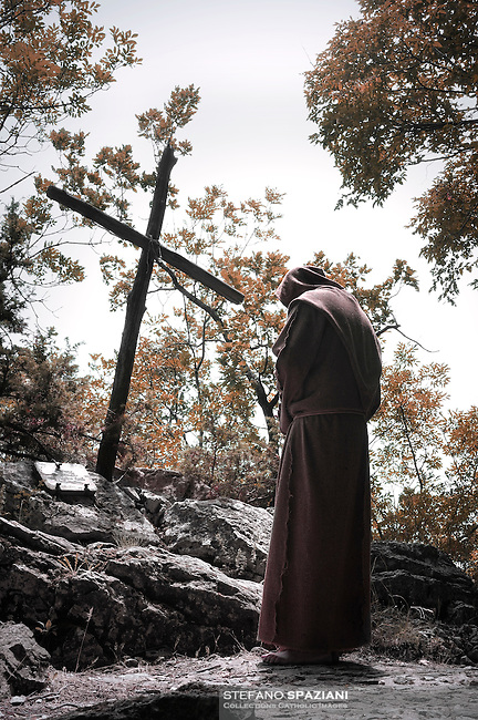 Franciscan friar prays a cross in the sanctuary of Greccio, Italy, where Saint realized Francisco the first manger,13/07/2009
