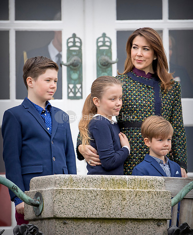 Crown princess Mary, Prince Christian, Princess Isabella and Prince Vincent attend the 77th birthday celebrations of Queen Margrethe at Marselisborg palace in Aarhus, Denmark, 16 April 2017. Photo: Patrick van Katwijk Foto: Patrick van Katwijk/Dutch Photo Press/dpa /MediaPunch ***FOR USA ONLY***