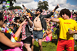 © Joel Goodman - 07973 332324 . 05/08/2017 . Macclesfield , UK . Crowds enjoy summer sunshine at the Rewind Festival , celebrating 1980s music and culture , at Capesthorne Hall in Siddington . Photo credit : Joel Goodman