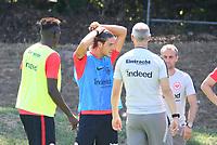 Goncalo Paciencia (Eintracht Frankfurt) mit Trainer Adi Hütter (Eintracht Frankfurt) - 18.07.2018: Eintracht Frankfurt Training, Commerzbank Arena