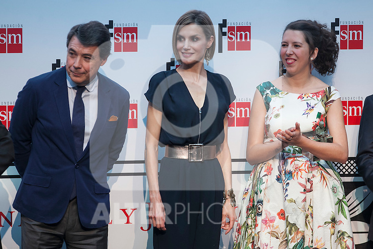 Madrid President Ignacio Gonzalez and Queen Letizia of Spain attend the 'Barco de Vapor' literature awards at the Casa de Correos in Madrid, Spain. April 21, 2015. (ALTERPHOTOS/Victor Blanco)