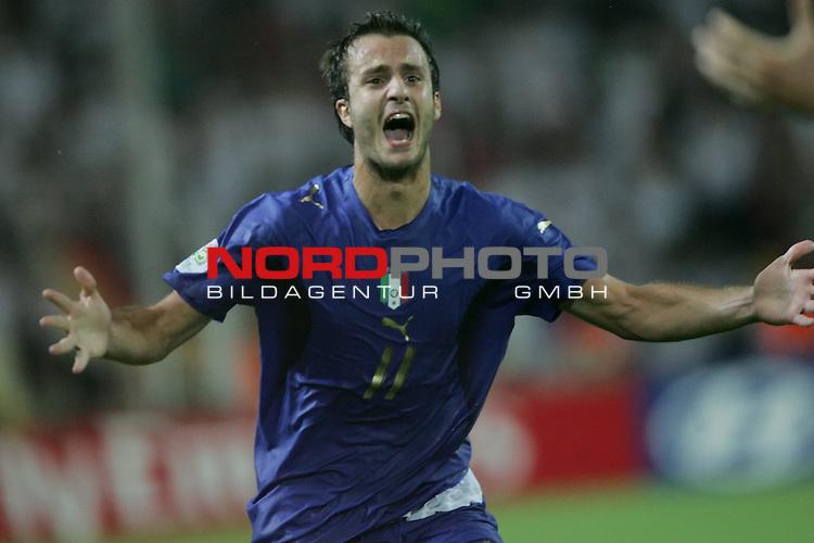 FIFA WM 2006 -  Semi Finals / Halbfinale<br /> Play    #61 (04-Juli) - Deutschland - Italien 0:2 n.V.<br /> <br /> Riesenjubel von Alberto Gilardino von Italien nach dem Tor zum 1:0 durch Fabio Grosso.<br /> <br /> Foto &copy; nordphoto