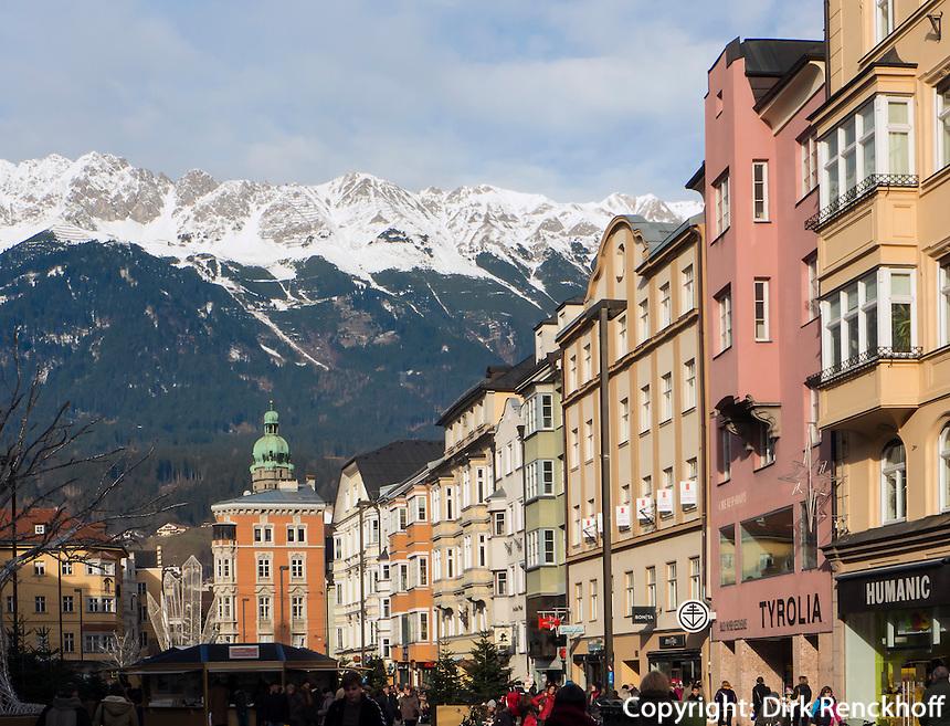 Stadtturm und Karwendel, Blick von  Maria-Theresien-Straße, Innsbruck, Tirol, Österreich