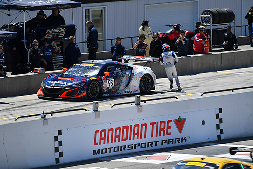 Pirelli World Challenge<br /> Victoria Day SpeedFest Weekend<br /> Canadian Tire Motorsport Park, Mosport, ON CAN Saturday 20 May 2017<br /> Peter Kox/ Mark Wilkins pit stop<br /> World Copyright: Richard Dole/LAT Images<br /> ref: Digital Image RD_CTMP_PWC17097