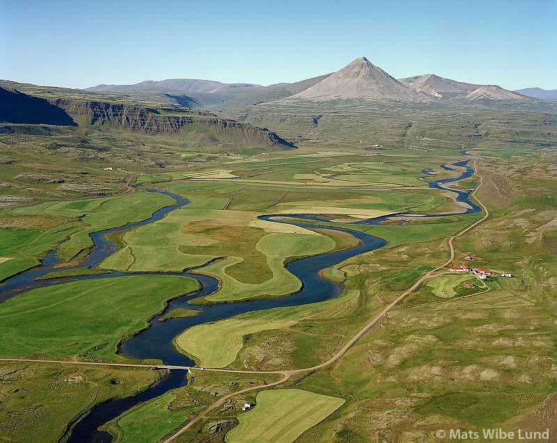 Glitstaðir og Norðurá séð til norðurs. Baula í bakgrunni, Borgarbyggð áður Norðurárdalshreppur / Glitstadir and river Nordura viewing north. Mount Baula in background. Borgarbyggd former Nordurardalshreppur