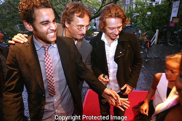 20110926 - Utrecht - Foto: Ramon Mangold - NFF 2011 - Nederlands Filmfestival - .Premiere 'Lijn 32' in de Rembrandt bioscoop. Aankomst van regisseur Maarten Treurniet (midden) en de acteurs Orlando do Brito (L) en Tobias Nierop (R).
