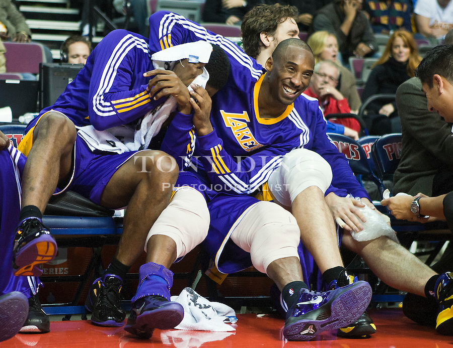 (101117) -- DETROIT, Nov. 17, 2010 (Xinhua) --  Los Angeles Lakers guard Kobe Bryant jokes with forward Ron Artest, left, as they rest on the bench in the second half of an NBA basketball game with the Detroit Pistons, in Detroit, the United States on Nov. 17, 2010. The Lakers won 103-90. (Xinhua/Tony Ding)