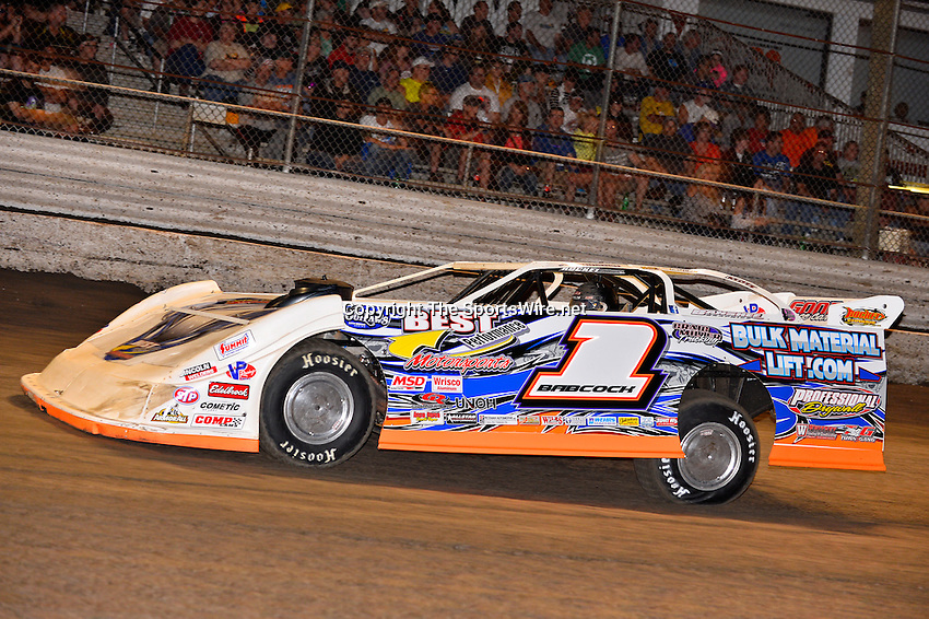 Feb 20, 2014; 7:03:46 PM;  Barberville, FL, USA;  World of Outlaws Late Model Series for 43rd Annual DIRTcar Nationals presented by Summit Racing Equipment at Volusia Speedway Park.  Mandatory Credit: (thesportswire.net)