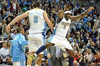 RGX148 DENVER (ESTADOS UNIDOS) 26/04/2011.- Danilo Gallinari (i) y Ty Lawson (d), de los Nuggets de Denver, celebran un punto durante el cuarto partido de la eliminatoria de la Conferencia Oeste contra los Thunder de Oklahoma City, disputado en Denver (Estados Unidos), ayer, lunes 25 de abril de 2011. Los de Denver ganaron por 104-101. La victoria, que estuvo en peligro en los últimos segundos del partido, evitó la eliminación de los Nuggets que lograron su primer triunfo y ahora vuelven a Oklahoma City para disputar el próximo miércoles el quinto de la serie al mejor de siete que dominan los Thunder por 3-1. EFE/Rick Giase PROHIBIDO SU USO POR CORBIS