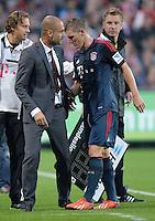 Fussball  1. Bundesliga  Saison 2013/2014  4. Spieltag SC Freiburg - FC Bayern Muenchen        27.08.2013 Trainer Pep Guardiola (li, FC Bayern Muenchen) wechselt Bastian Schweinsteiger (FC Bayern Muenchen) verletzt aus.