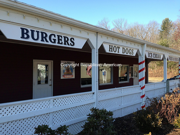 WOODBURY, CT - 21 Jan 2014 - 012114RH01 - Bilda Burger in the Sherman Village shopping center on Main Street South in Woodbury has closed, becoming the third restaurant to close at its location in the last three years. Rick Harrison Republican-American