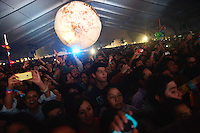 CIUDAD DE MEXICO, D.F. 12 de octubre.-  Regresa la lluvia en el segundo día del Corona Capital en el Autódromo Hermanos Rodríguez de la Ciudad de México, el el 12 de octubre de 2014.  FOTO: ALEJANDRO MELENDEZ