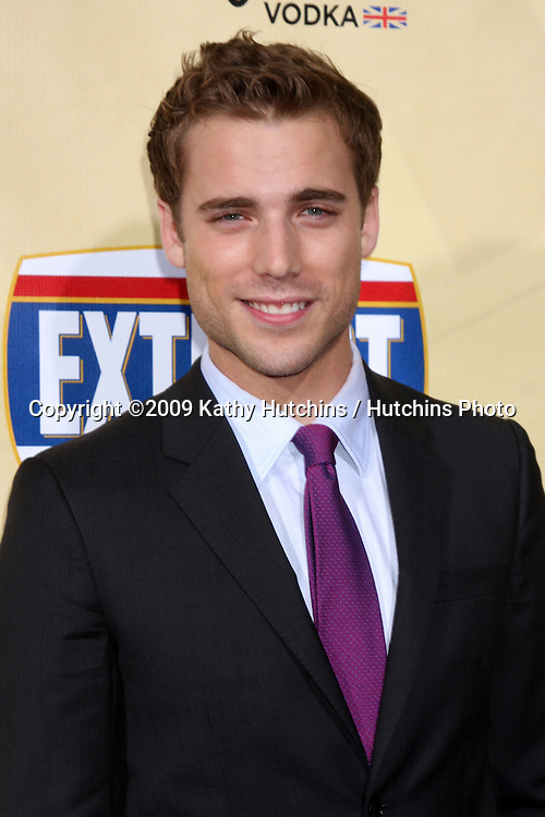 Dustin Milligan arriving at  the Extract Premiere at the ArcLight Theater in  Los Angeles, CA on August 24, 2009.©2009 Kathy Hutchins / Hutchins Photo.