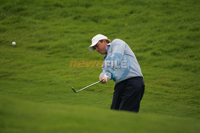 Graeme McDowell chips in on the par 4 4th hole during the first round of the Smurfit Kappa European Open at The K Club, Strffan,Co.Kildare, Ireland 5th July 2007 (Photo by Eoin Clarke/NEWSFILE).
