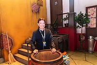 """SÃO PAULO, SP, 28.08.2019 - CHAVES-UM TRIBUTO MUSICAL -  Roberto Gomes Fernandes, filho de Roberto Gomes Bolaños, o Chaves durante o espetáculo """"Chaves, um tributo musical"""" na noite desta quarta-feira, 28, no Teatro Opus em São Paulo. (Foto: Anderson Lira/Brazil Photo Press)"""