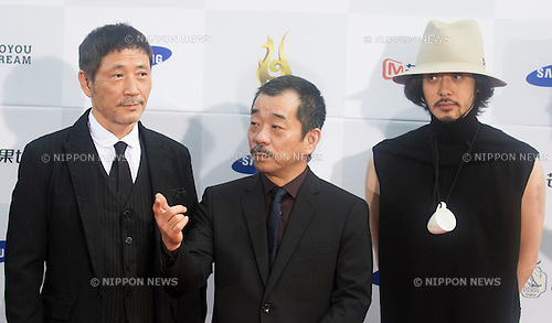 Kaoru Kobayashi, Joji Matsuoka and Joe Odagiri, Sep 10, 2015 : Japanese actors Kaoru Kobayashi (L) and Joe Odagiri (R) pose with film director Joji Matsuoka during a red carpet event of Seoul International Drama Awards 2015 in Seoul, South Korea. (Photo by Lee Jae-Won/AFLO) (SOUTH KOREA)