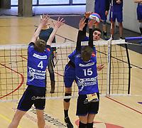 VT KORTRIJK - KNACK B ROESELARE :<br /> poging van Douwe De Deygere (A) om het blok van Jonas Claeys (4) en Joachim Debusschere (15) te verslaan<br /> <br /> Foto VDB / Bart Vandenbroucke