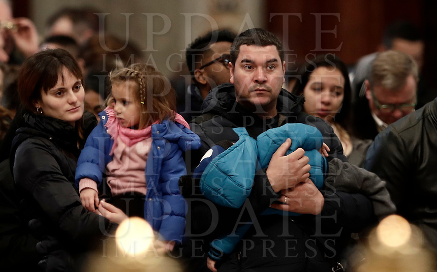 Migranti assistono ad una Messa celebrata da Papa Francesco in occasione della Giornata Mondiale del Migrante e del Rifugiato nella Basilica di San Pietro in Vaticano, 14 gennaio 2108.<br /> Migrants attend a special mass to mark  the World day of Migrants and Refugees led by Pope Francis in Saint Peter's Basilica at the Vatican, on January 14, 2018.<br /> UPDATE IMAGES PRESS/Isabella Bonotto<br /> <br /> STRICTLY ONLY FOR EDITORIAL USE