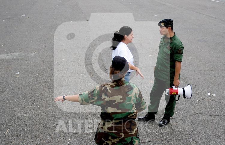 Members of the Venezuelan National Reserve practice marching for a military parade in Fuerte Tiuna, a military facility in Caracas, Venezuela, on Saturday, Jun. 17, 2006. (ALTERPHOTOS/Alvaro Hernandez)