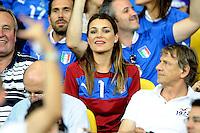 KIEV, UCRANIA, 01 JULHO 2012 - EU2012 FINAL - ESPANHA X ITALIA - A esposa do goleiro da Italia Buffon, Alena Seredova decisão da Euro 2012 entre Espanha e Itália, em Kiev, Ucrânia, neste domingo (01).  (FOTO: PIXATHLON / BRAZIL PHOTO PRESS).