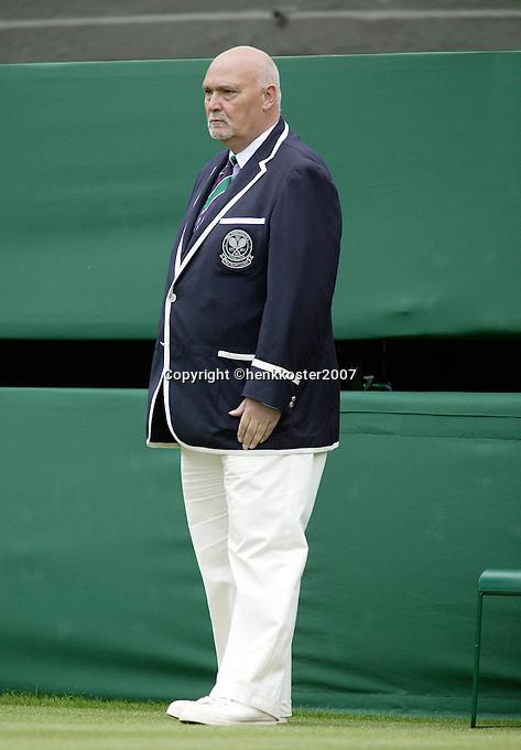27-6-07,England, Wimbldon, Tennis,  linesman