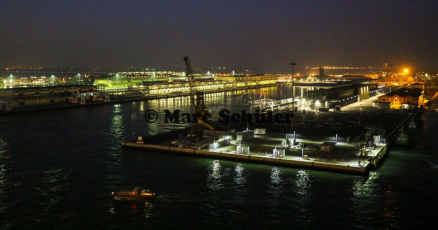 Hafenausfahrt mit der Costa Deliziosa aus dem Hafen von Venedig - 19.11.2017: Venedig