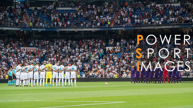 Players of both Real Madrid and ACF Fiorentina line up and pose for a photo prior to the Santiago Bernabeu Trophy 2017 match between Real Madrid and ACF Fiorentina at the Santiago Bernabeu Stadium on 23 August 2017 in Madrid, Spain. Photo by Diego Gonzalez / Power Sport Images