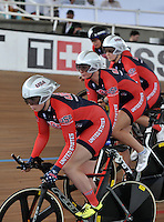 CALI – COLOMBIA – 16-01-2015: Equipo de Estados Unidos, durante prueba de persecución por equipos femenino en el Velodromo Alcides Nieto Patiño, sede de la III Copa Mundo UCI de Pista de Cali 2014-2015  / United States Team, during a Women´s Teams Pursuit test at the Alcides Nieto Patiño Velodrome, home of the III Cali Track World Cup 2014-2015 UCI. Photos: VizzorImage / Luis Ramirez / Staff.
