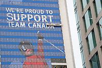 Olympiastadt Vancouver 2010..Motivation und Unterstützung der Royal Bank of Canada mit einem Freeski Motiv über die komplette Fassade des Bankgebäudes und der deutlichen Begründung für ihre Unterstützung.