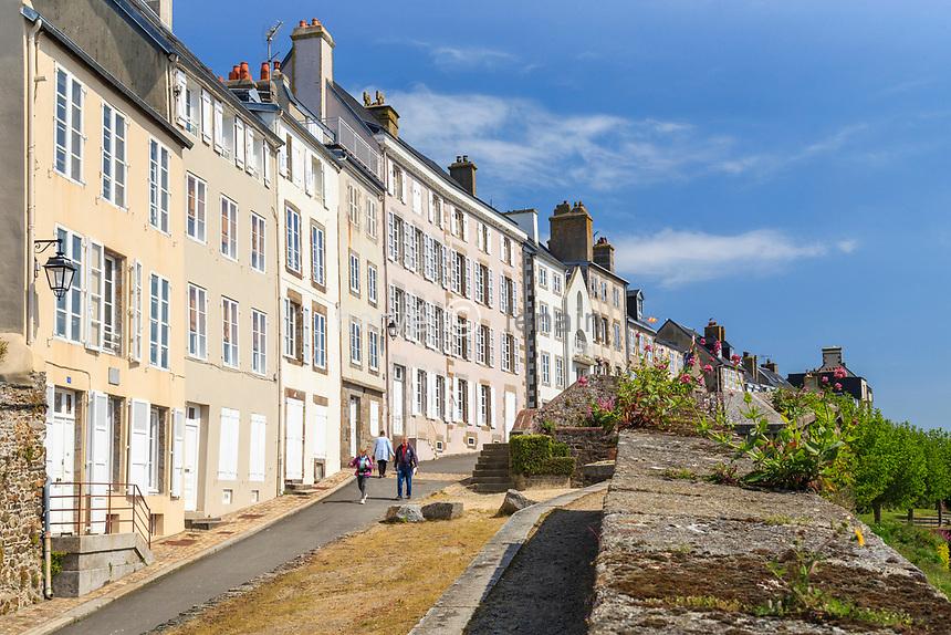 France, Manche (50), Cotentin, Granville, la Ville Haute, façades de la rue Lecarpentier // France, Manche, Cotentin Peninsula, Granville, the Upper City, houses in Lecarpentier Street