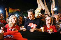 CURITIBA, PR, 30.08.2018 – ELEIÇÕES-2018 – O ex-ministro e ex-prefeito de São Paulo Fernando Haddad durante caminhada pelas ruas centrais de Curitiba (PR) pela liberdade e direito de Lula ser candidato à Presidência da República na tarde desta quinta-feira (30).(Foto: Paulo Lisboa / Brazil Photo Press)