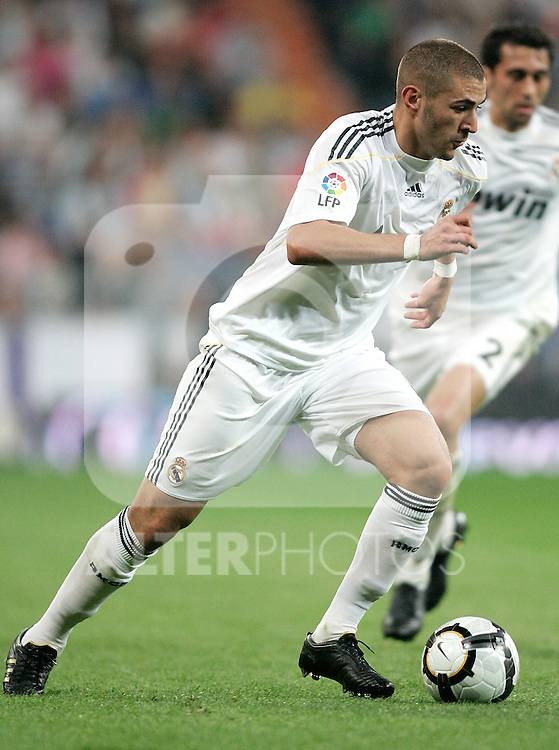 Real Madrid's Karim Benzema during La Liga match. October 31, 2009. (ALTERPHOTOS/Alvaro Hernandez).