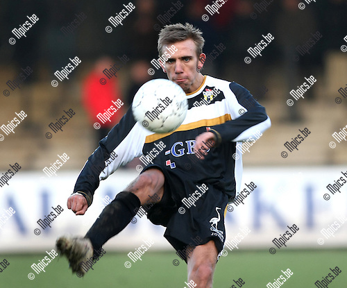2008-12-14 / Voetbal / Berchem sport - Londerzeel / Dimitri Van Oppens..Foto: Maarten Straetemans (SMB)