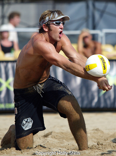 Canyon Ceman digs the ball at the AVP Chicago Open.